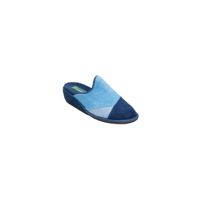 Zapatillas de puntera cerrada de toalla con cuña y piezas combinadas