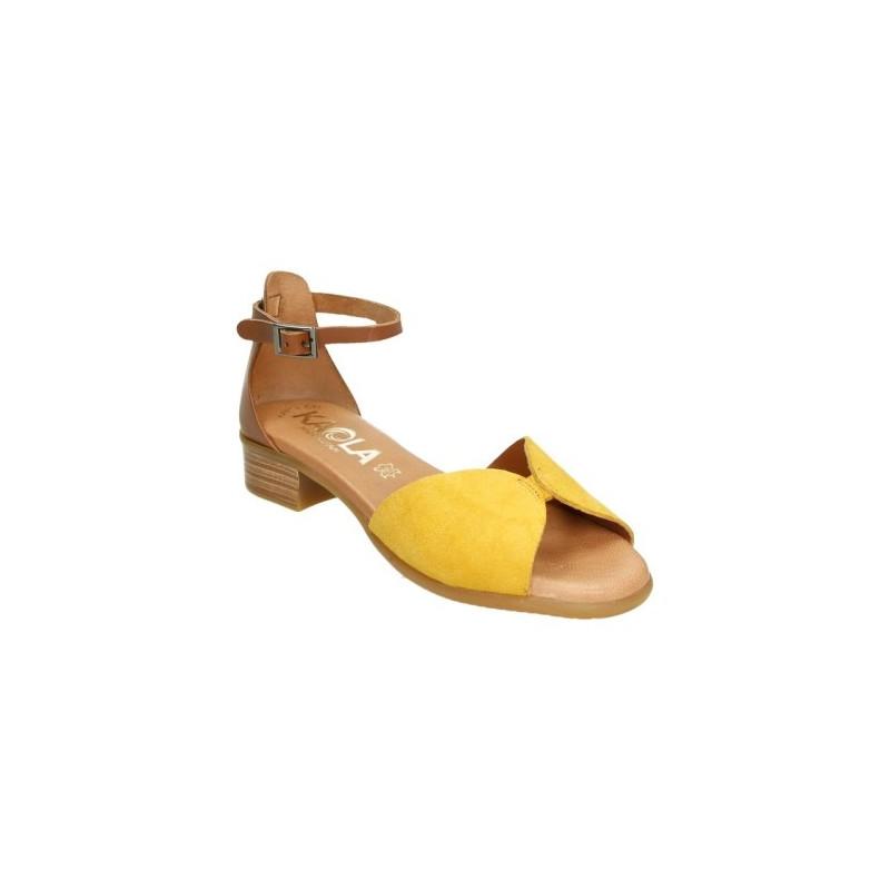 Sandalia de pala de piel vuelta en color mostaza con tacón y tira para el tobillo
