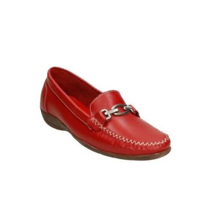 Zapatos de piel fina para mujer en rojo con adorno metálico