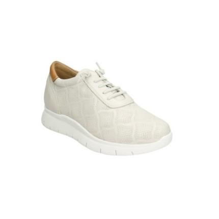 Zapato de piel picada tipo cordones con elásticco en vez de cordones, forro de piel