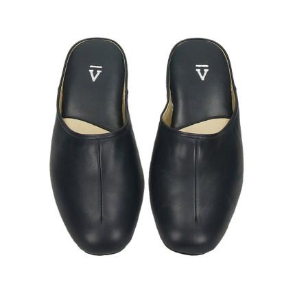Zapatillas para estar en casa hechas en piel para hombre color azul marino, suela silenciosa Fabricada en Menorca