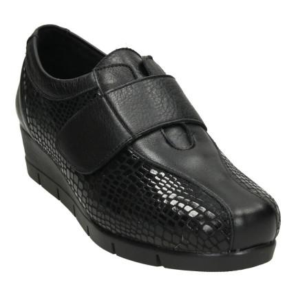 Zapatos de velcro con cuña...