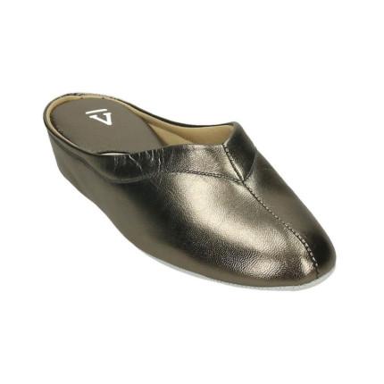 Zapatillas de casa de piel para mujer con piso silencioso fabricadas en Menorca color plata oscuro